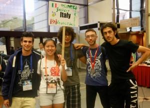 La squadra:  da sinistra Andrea Scotti, Alessio Mazzetto,   Francesco Milizia con la medaglia d'argento e  Gaspare Ferraro