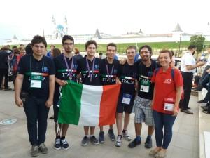 Da sinistra: Luca Versari (Deputy Leader); gli olimpici Filippo Baroni, Andrea Ciprietti, Marco Donandoni e Filippo Quattrocchi; Giorgio Audito (Team Leader) e la loro guida.